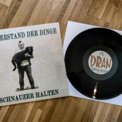 Widerstand-der-Dinge-Schnauzer-Halten4