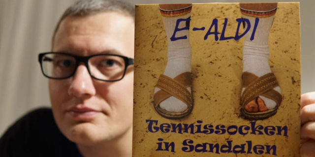 E-Aldi - Tennissocken in Sandalen