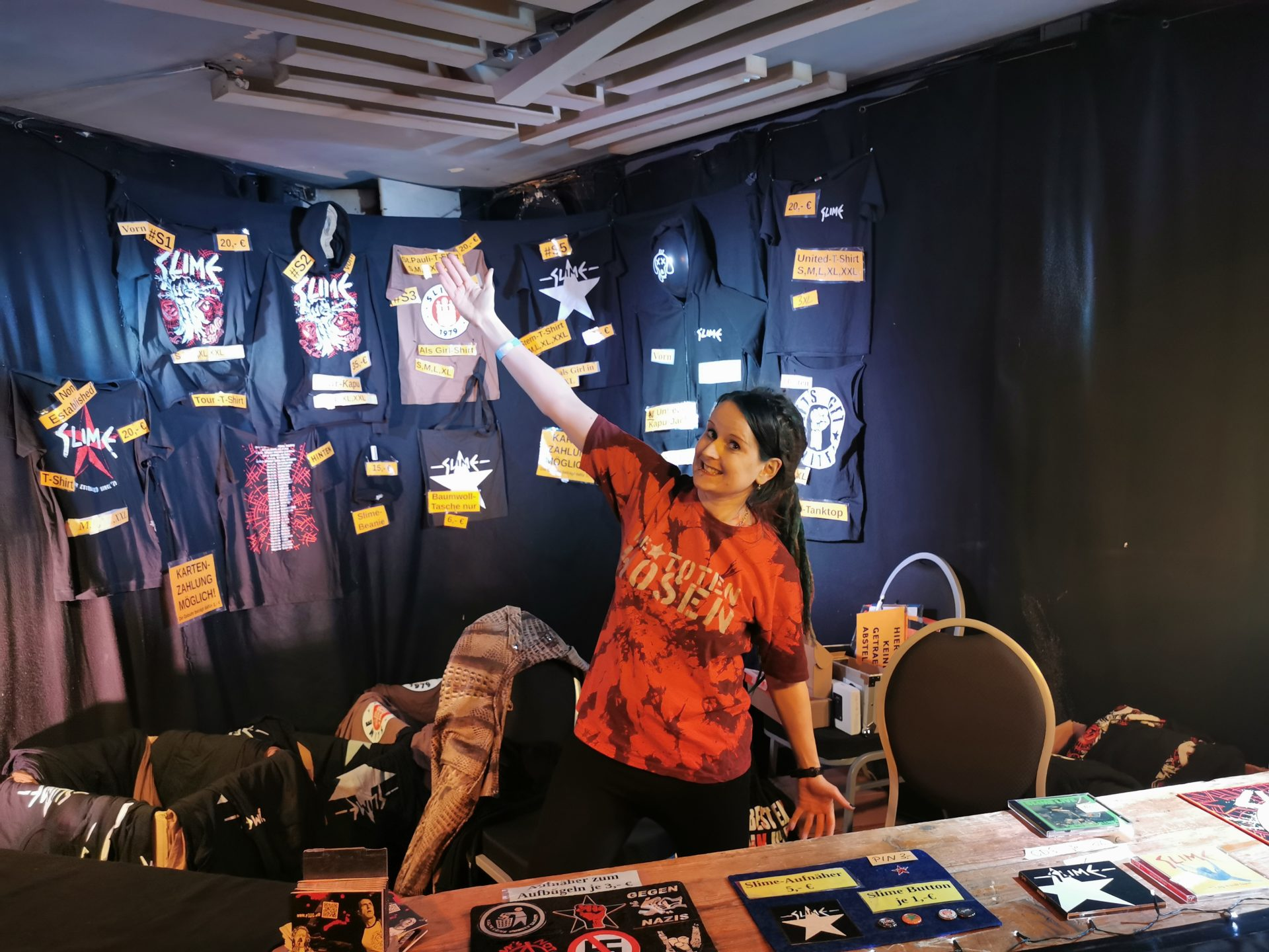 Frauen im Musikbusiness - Sindy am Merch 1