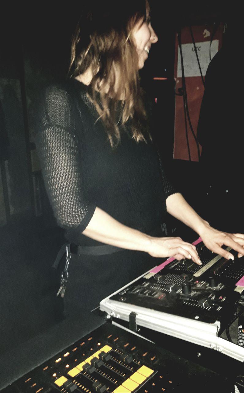 Frauen im Musikbusiness - Lichttechnikerin Clara 3