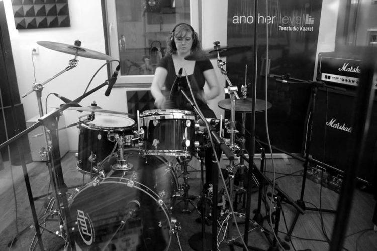 Frauen im Musikbusiness - mit Aline Schlagzeugerin der Band Conyo 1