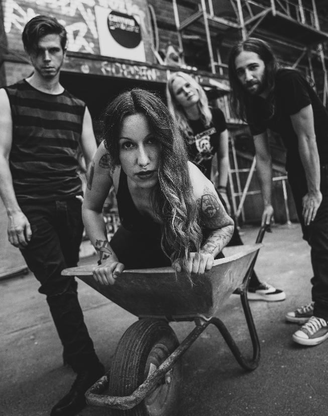 Frauen im Musikbusiness - Laura von TAPE SHAPES aus Hamburg 2