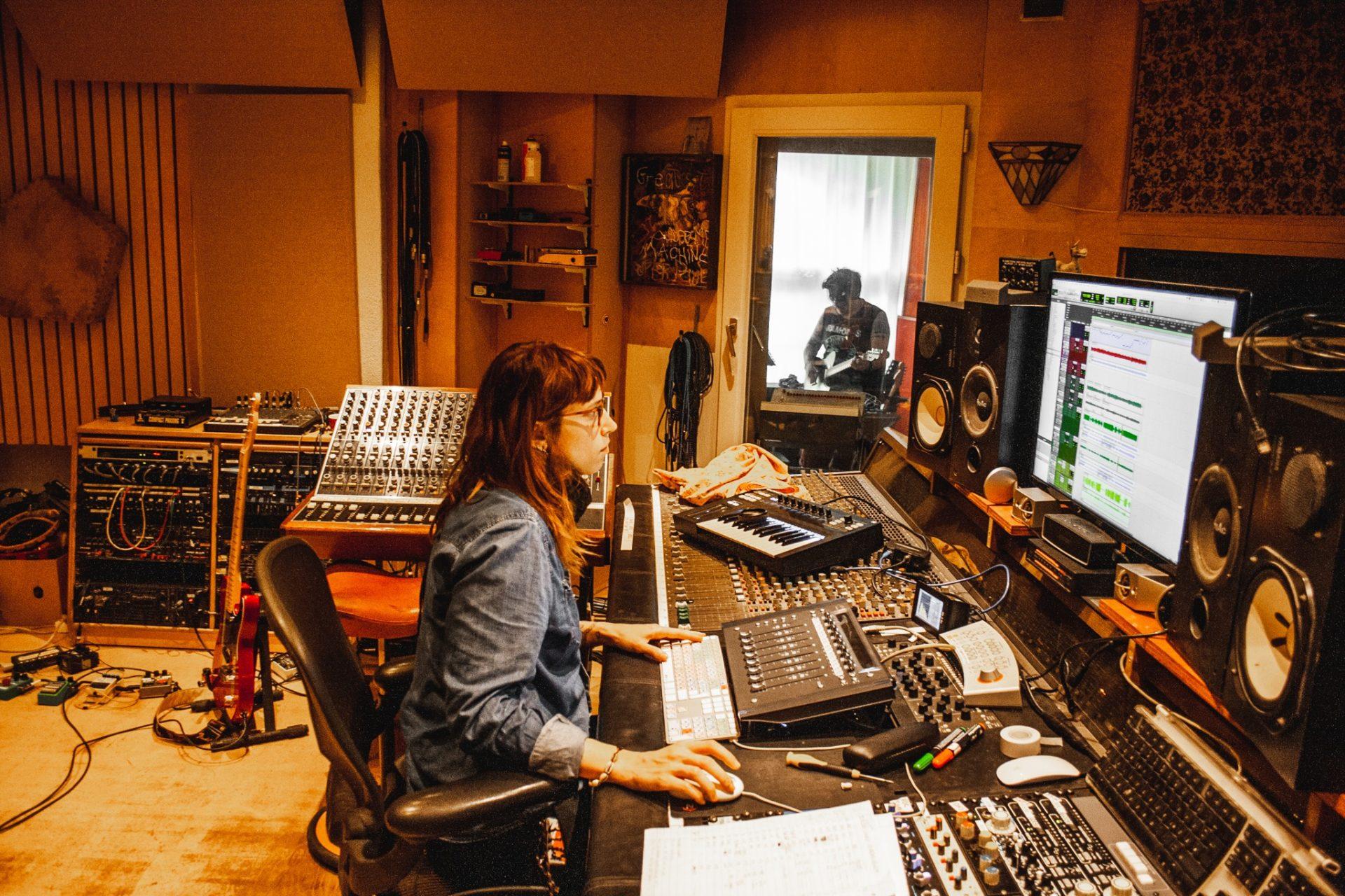 Frauen im Musikbusiness - Tontechnikerin & Musikproduzentin Karen Dhios 2