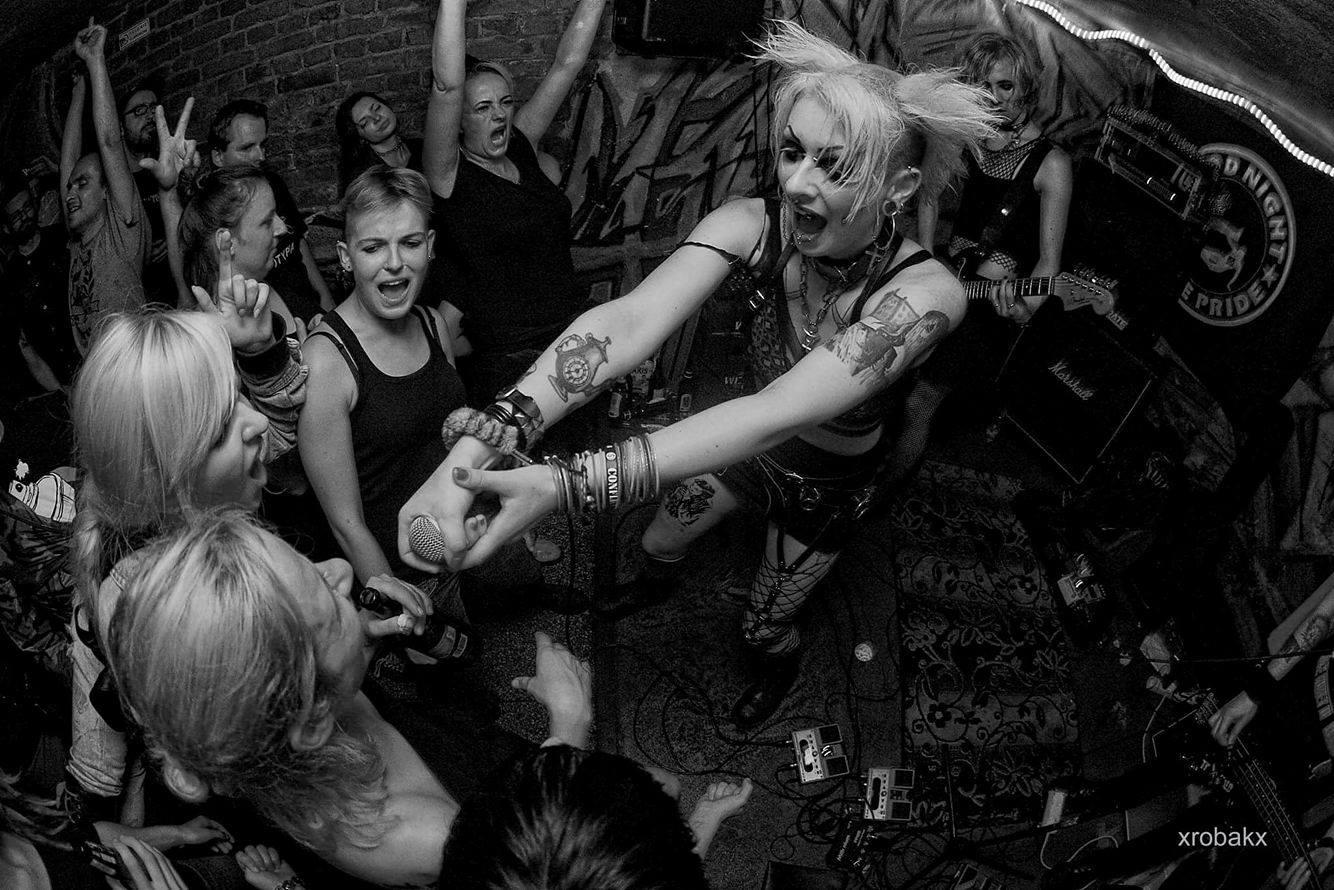 Frauen im Musikbusiness - TOTENWALD 1