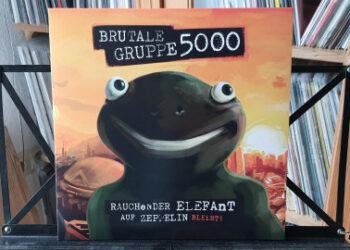 Brutale Gruppe 5000 - Rauchender Elefant auf Zeppelin (bleibt) 1